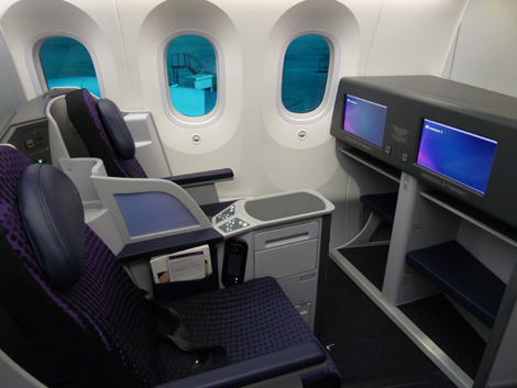 Fully lie flat beds on AeroMexico's new Boeing 787 Dreamliner